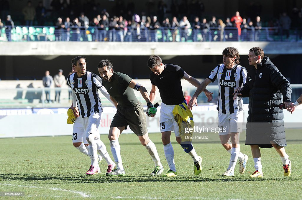 Juventus players celebrate after the Serie A match between AC Chievo Verona and Juventus FC at Stadio Marc'Antonio Bentegodi on February 3, 2013 in Verona, Italy.