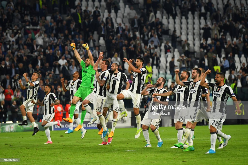 Juventus players celebrate after the UEFA Champions League Quarter Final first leg match between Juventus and FC Barcelona at Juventus Stadium on April 11, 2017 in Turin, Italy.