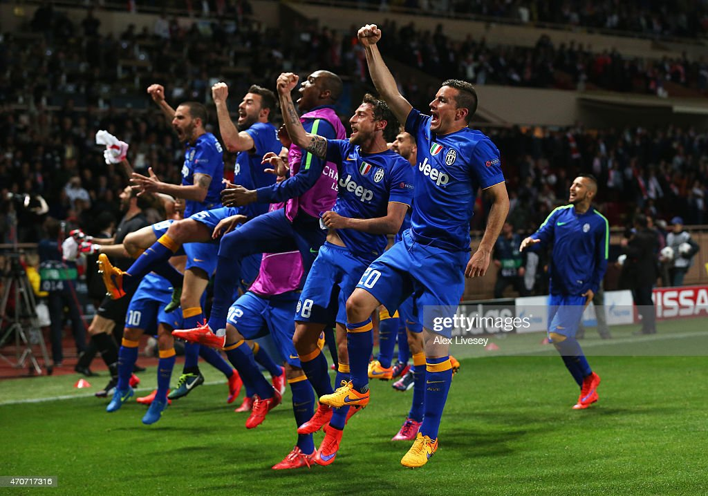 Juventus players celebrate after the UEFA Champions League quarter-final second leg match between AS Monaco FC and Juventus at Stade Louis II on April 22, 2015 in Monaco, Monaco.