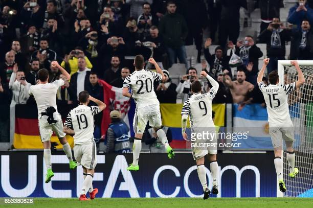 Juventus players celebrate after winning the UEFA Champions League football match Juventus vs FC Porto on March 14 2017 at the Juventus stadium in...