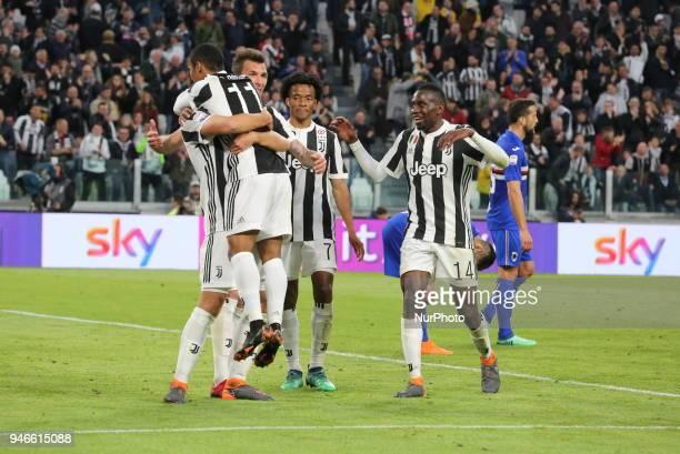 Juventus players celebrate the goal of Sami Khedira during the Serie A football match between Juventus FC and US Sampdoria at Allianz Stadium on 15...