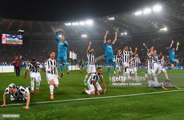 Juventus players celebrate the vicory after the TIM Cup Final between Juventus and AC Milan at Stadio Olimpico on May 9 2018 in Rome Italy