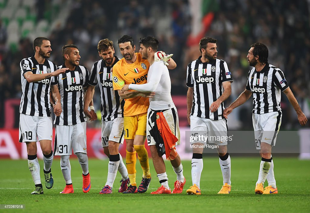 Juventus players celebrate victory after the UEFA Champions League semi final first leg match between Juventus and Real Madrid CF at Juventus Arena on May 5, 2015 in Turin, Italy.
