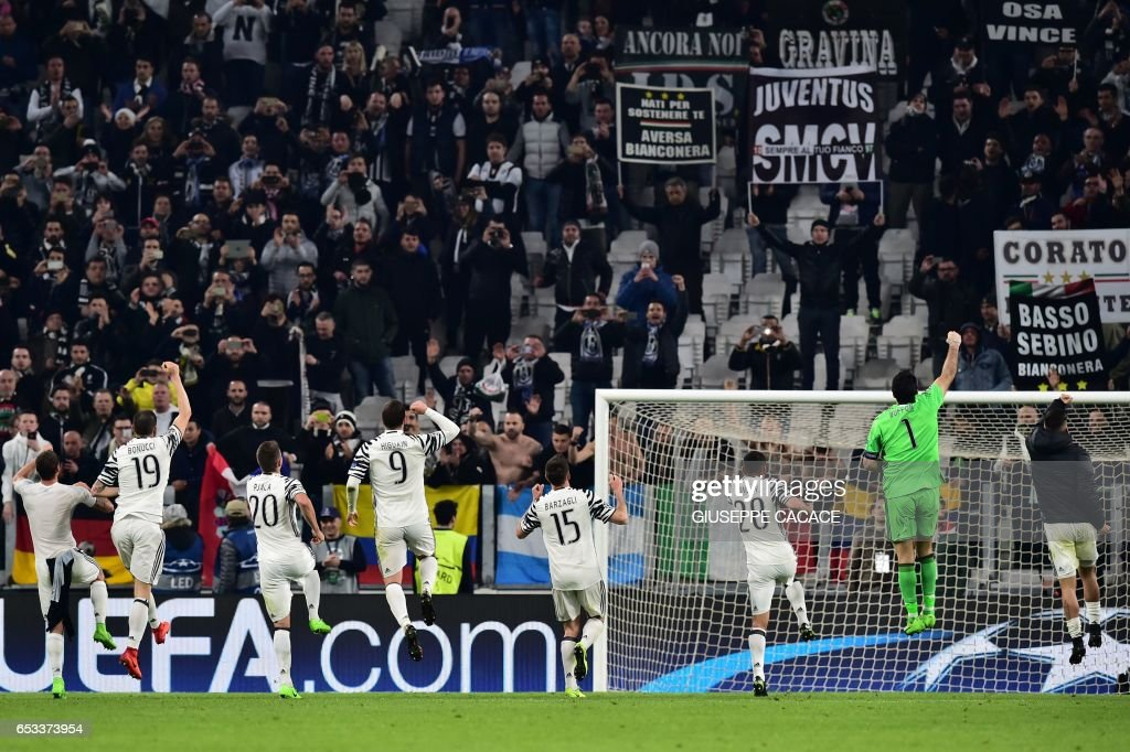 Juventus players celebrate with supporters after winning the UEFA Champions League football match Juventus vs FC Porto on March 14, 2017 at the Juventus stadium in Turin. /