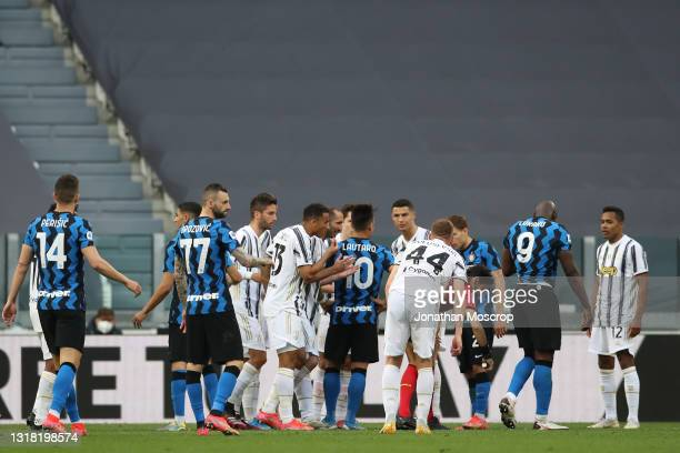 Juventus players Giorgio Chiellini, Danilo and Dejan Kulusevski protest to the referee Gianpaolo Calvarese against the sending off of team mate...