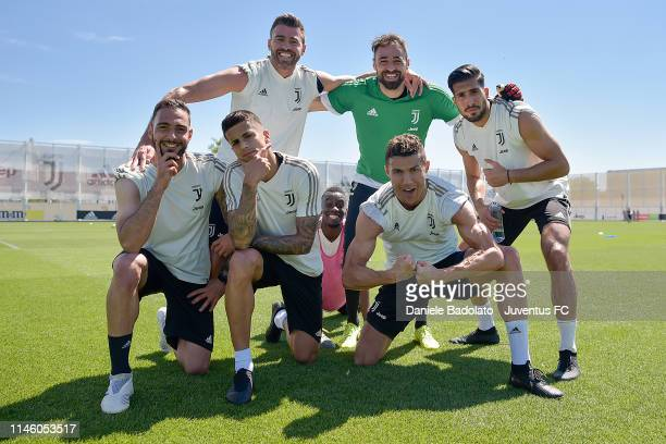 Juventus players Grigoris Kastanos Andrea Barzagli Joao Cancelo Blaise Matuidi Carlo Pinsoglio Cristiano Ronaldo and Emre Can pose during a training...