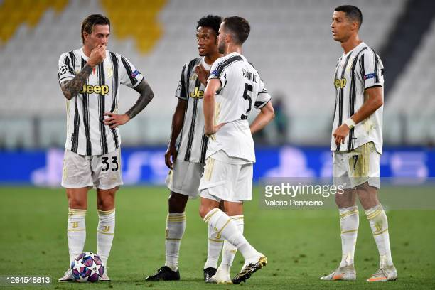 Juventus players talk amongst themselves during the UEFA Champions League round of 16 second leg match between Juventus and Olympique Lyon at Allianz...