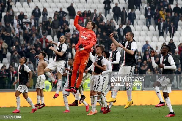 Juventus' Polish goalkeeper Wojciech Szczesny , Juventus' French midfielder Blaise Matuidi , Juventus' Italian defender Giorgio Chiellini (2ndr0 and...