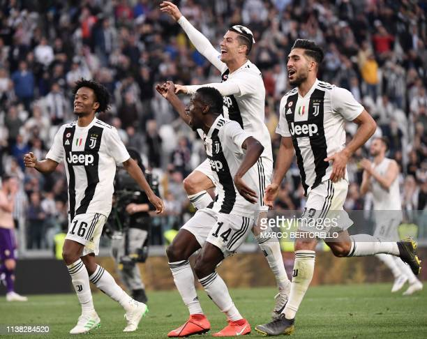 Juventus' Portuguese forward Cristiano Ronaldo , his hair covered in foam, and Juventus' Colombian midfielder Juan Cuadrado, Juventus' French...