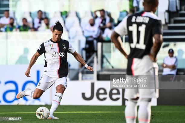 Juventus' Portuguese forward Cristiano Ronaldo shoots to score a free kick during the Italian Serie A football match Juventus vs Torino played behind...