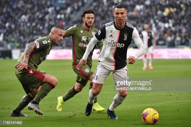 Juventus' Portuguese forward Cristiano Ronaldo works around Cagliari's Belgian midfielder Radja Nainggolan during the Italian Serie A football match...