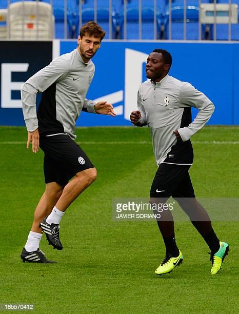 Juventus' Spanish foward Fernando Torres Llorente and Juventus' midfielder of Ghana Kwadwo Asamoah take part in a training session at the Santiago...