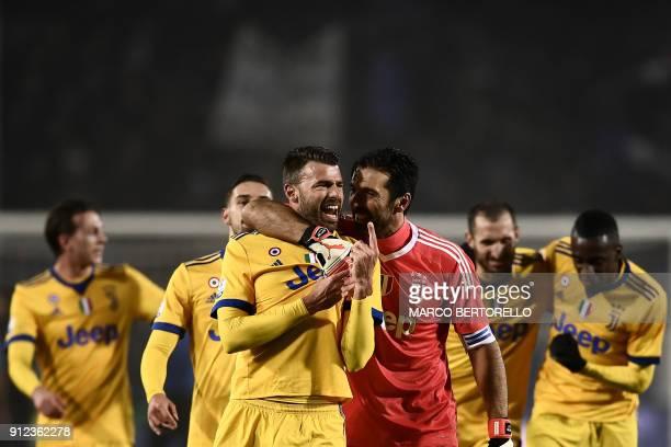 Juventus' team celebrate at the end of the Italian Tim Cup football match Atalanta vs Juventus on January 30, 2018 at the Atleti Azzurri d'Italia...