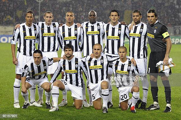 Juventus' team poses prior their Champions League football match against Maccabi Haifa on October 21 at Olympic stadium in Turin. AFP PHOTO / Damien...