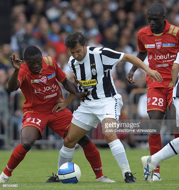 Juventus Turin Allessandro Del Piero vies with Nancy Paul Efoulou and Bakaye Traore during a friendly football match Juventus Turin vs Nancy in Jouef...
