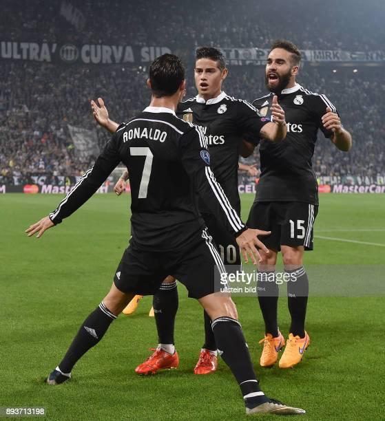 FUSSBALL Juventus Turin Real Madrid Real Madrid Torschuetze zum 11 Ausgleich Cristiano Ronaldo umarmt von James Rodriguez und Daniel Carvajal