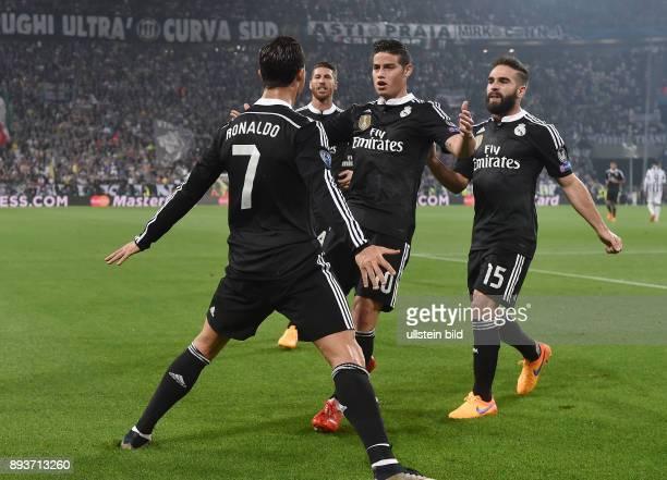FUSSBALL Juventus Turin Real Madrid Real Madrid Torschuetze zum 11 Ausgleich Cristiano Ronaldo umarmt von Sergio Ramos James Rodriguez und Daniel...