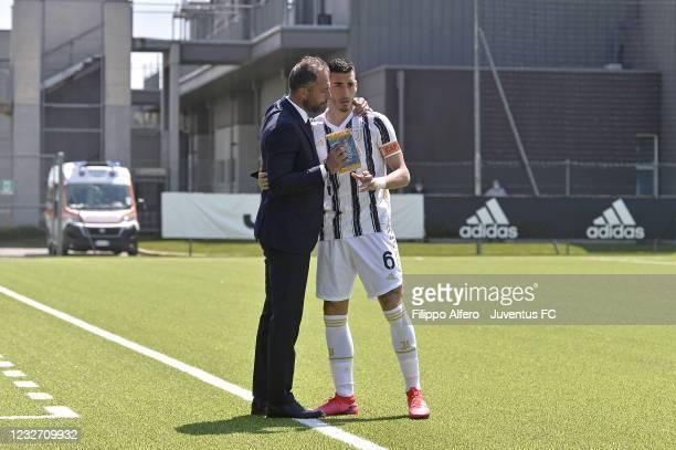 Juventus Under 19 head coach Andrea Bonatti and Alessandro Pio Riccio talk during the Primavera 1 TIM match between Juventus U19 and Empoli FC U19 at...