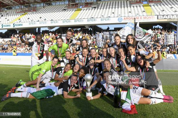 Juventus Women players celebrate the victory after the Italian Supercup match between Juventus Women and Fiorentina Women on October 27, 2019 in...