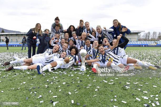 Juventus Women players celebrate the victory during the Women's Super Cup Final match between Juventus and ACF Fiorentina at Stadio Comunale on...