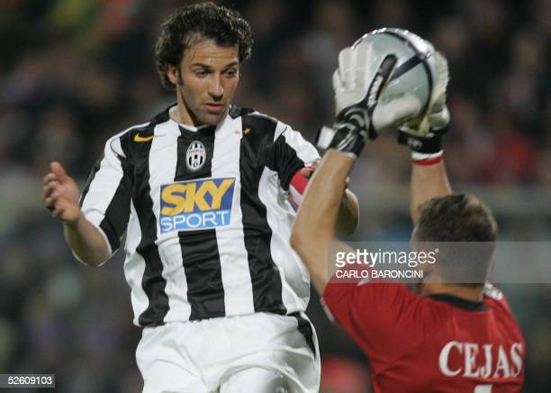 Juventus's Alex Del Piero vies with Fiorentina's Argentinian goalie Cejas during their Italian Championship match 09 April 2005 in Florence Juventus...