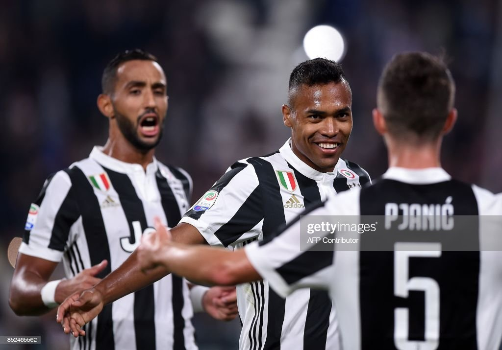 Juventus's defender from Brazil Alex Sandro (C) celebrates with teamates after scoring during the Italian Serie A football match Juventus vs Torino at the Allianz Stadium in Turin on September 23, 2017. /