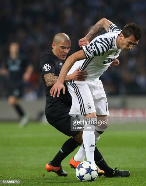 Juventus«s forward Mario Mandzukic from Croacia with FC PortoÕs defender from Uruguay Maxi Pereira in action during the UEFA Champions League Round...