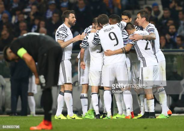 Juventus«s forward Marko Pjaca from Croacia celebrates with teammates after scoring a goal during the UEFA Champions League Round of 16 First Leg...