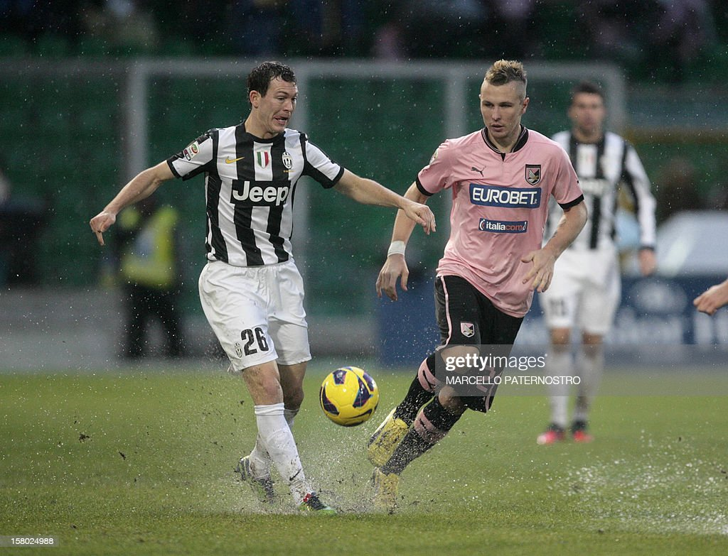 Juventus's Stephan Lichtsteiner of switzerland (L) is challenged by Palermo's defender Jasmin Kurtic of Slovenia during the Italian Serie A football match Palermo vs Juventus at Barbera Stadium on December 9, 2012 in Palermo.AFP PHOTO / Marcello PATERNOSTRO