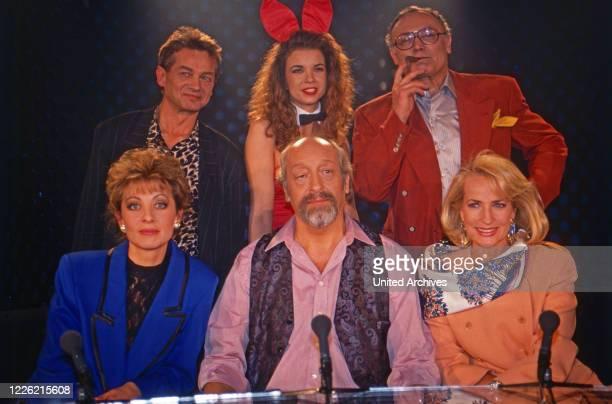 Jux und Dallerei ComedyTalkshow Deutschland 1992 oben Boris Bukowski Bunny Sissi Werner Kreindl sitzend Joe Harriet Moderator Karl Dall Dagmar Koller