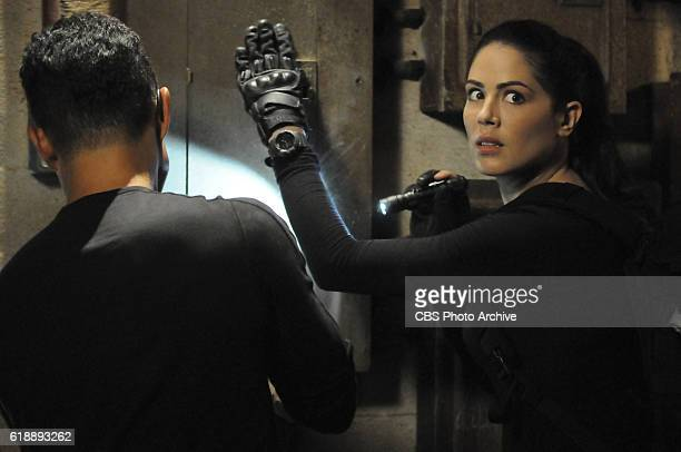 Ka makuahine a me ke keikikane Five0 must free McGarrett's mother Doris when Catherine informs them that she was captured and is about to be executed...
