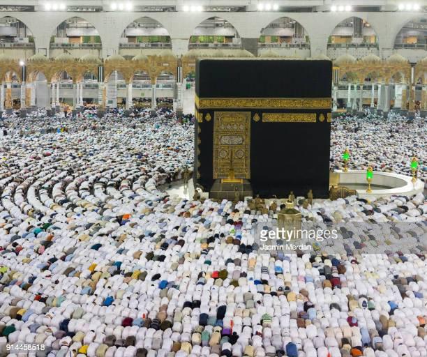 kaaba in mecca - kaaba photos et images de collection