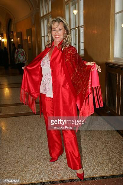 Kabarettistin Schauspielerin Lisa Fitz Bei Der Verleihung Des Corine Internationaler Buchpreis 2005 Im Prinzregententheater In München