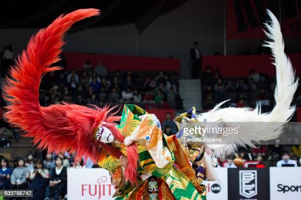 Kabuki dancers perform during the halftime between the B League match Alvark Tokyo and Nagoya Diamond Dolphins at Yoyogi National Gymnasium on...