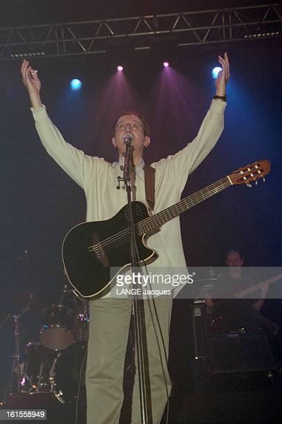 Kabyle Singer Idir In Concert At The Zenith With Enrico Macias And The Rap Group Intik Sur scène et en coulisse Mars 2000 Sur la scène du ZENITH IDIR...