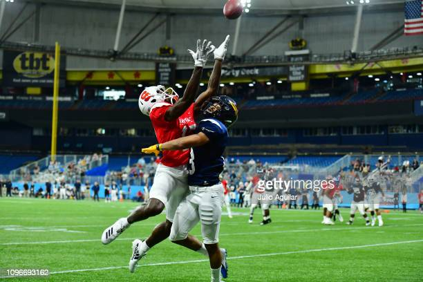 Ka'dar Hollman from Toledo playing on the West Team breaks up a pass intended for Jamal Custis from Syracuse playing on the East Team during the...