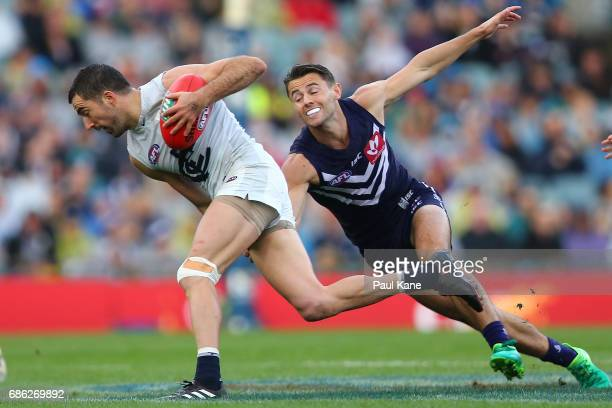 Kade Simpson of the Blues breaks clear of Lachie Weller of the Dockers during the round nine AFL match between the Fremantle Dockers and the Carlton...