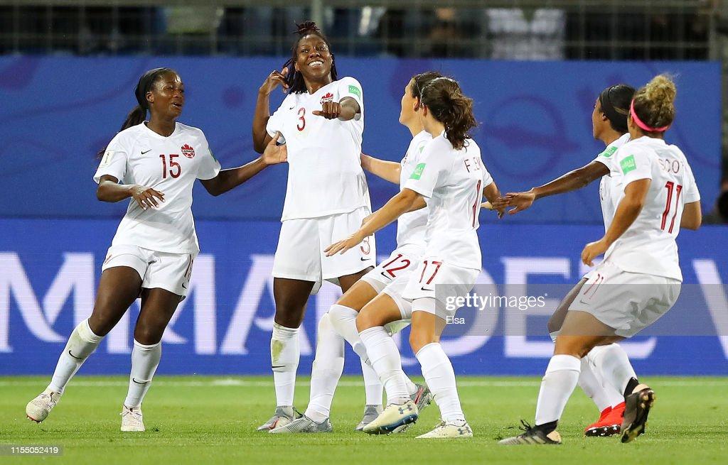 Canada v Cameroon: Group E - 2019 FIFA Women's World Cup France : Fotografia de notícias