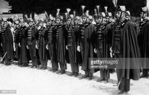 Kadetten in der Ausbildung in der Reihe aufgestellt Originalaufnahme im Archiv von ullstein bild