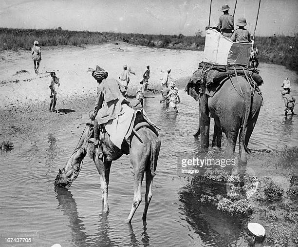Kadir Cup Indien In the tradition of pigsticking the highlight of the year the Kadir Cup The spectators of the spectaculum sit on the camels India...