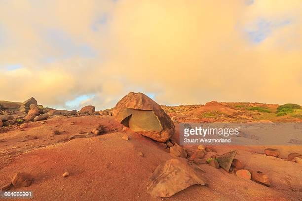 kaehiakawaelo (garden of the gods), landscape of red dirt, lava and rock formations, lanai island, hawaii, usa - lanai stock photos and pictures