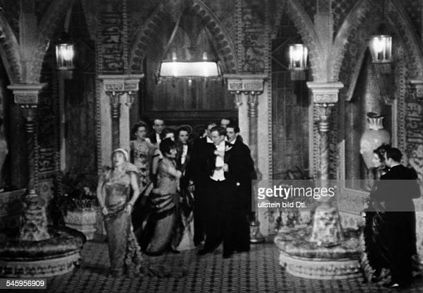 Kaethe Dorsch *29121890Schauspielerin Dals Kameliendame Szene ua mit PamelaWedekindR Gustav Gründgens 1937veröffentlicht Dame 25/1937Foto Fosshag Rene
