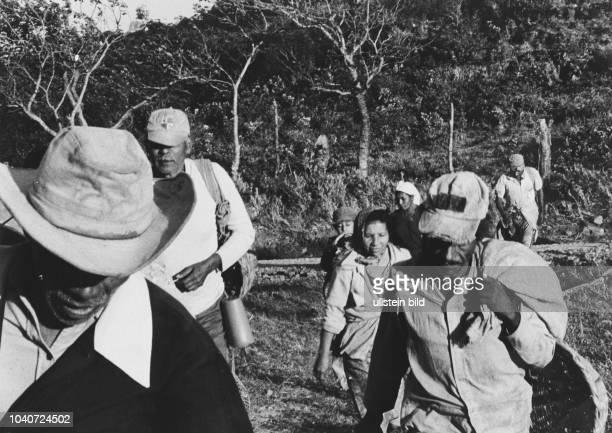 Kaffeepflücker auf dem Weg in die Kaffee Plantage am 20. Februar 1985 in Nicaragua