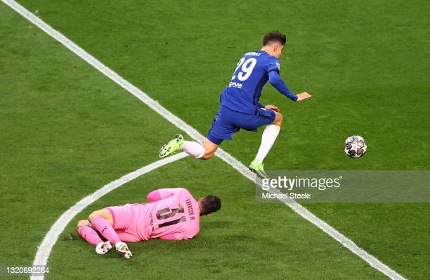 Kai Havertz of Chelsea beats Ederson of Manchester City to go on to score their side's first goal during the UEFA Champions League Final between...