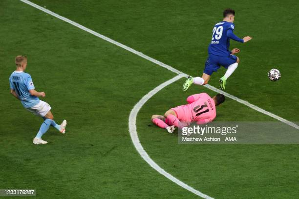 Kai Havertz of Chelsea scores a goal to make it 0-1 during the UEFA Champions League Final between Manchester City and Chelsea FC at Estadio do...
