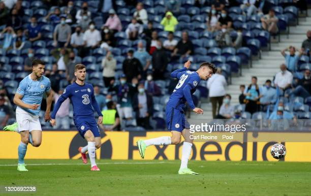 Kai Havertz of Chelsea scores their side's first goal during the UEFA Champions League Final between Manchester City and Chelsea FC at Estadio do...