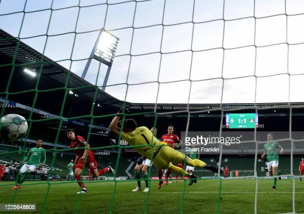 Kai Havertz of Leverkusen scores his team's 2nd goal during the Bundesliga match between SV Werder Bremen and Bayer 04 Leverkusen at Wohninvest...