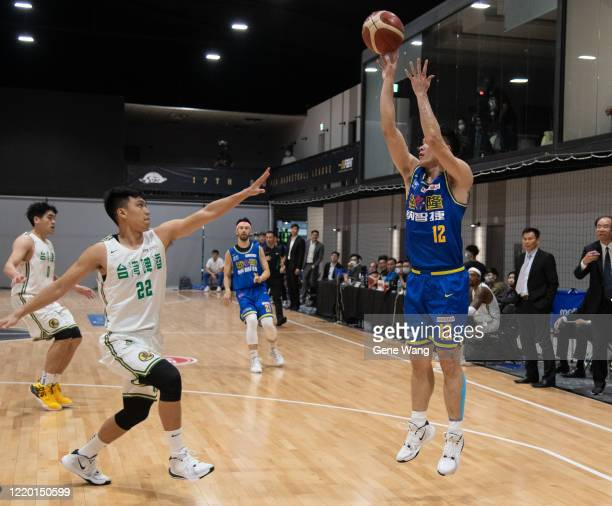 Kai Hsiang Hu of Yulon Luxgen Dinos made a jump shot during the SBL Finals Game One between Taiwan Beer and Yulon Luxgen Dinos at Hao Yu Trainning...
