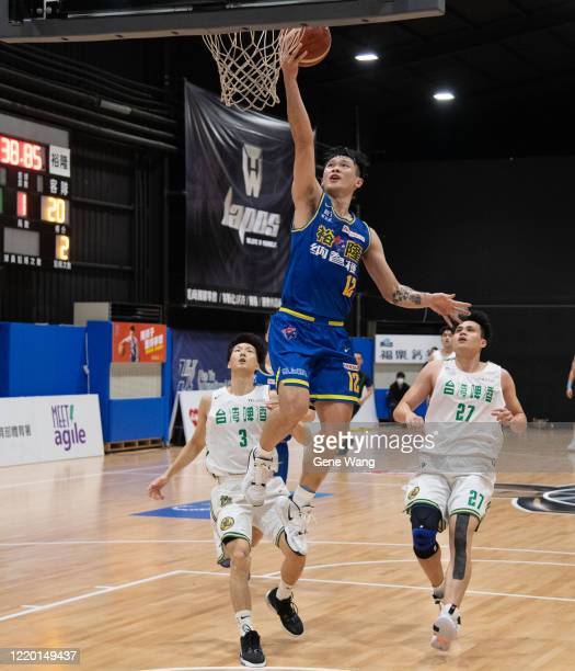 Kai Hsiang Hu of Yulon Luxgen Dinos made a layup shot during the SBL Finals Game One between Taiwan Beer and Yulon Luxgen Dinos at Hao Yu Trainning...
