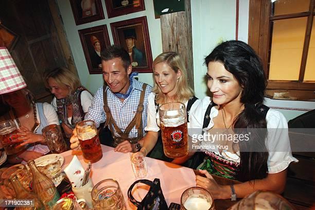 Kai Pflaume Und Ehefrau Ilka Beim Mit Mariella Gräfin Faber Castell Beim Krug Mediapool Stammtisch Ins Käfer Festzelt Am 200908